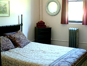 Queen bed in Lava Hot Springs Bed and Breakfast